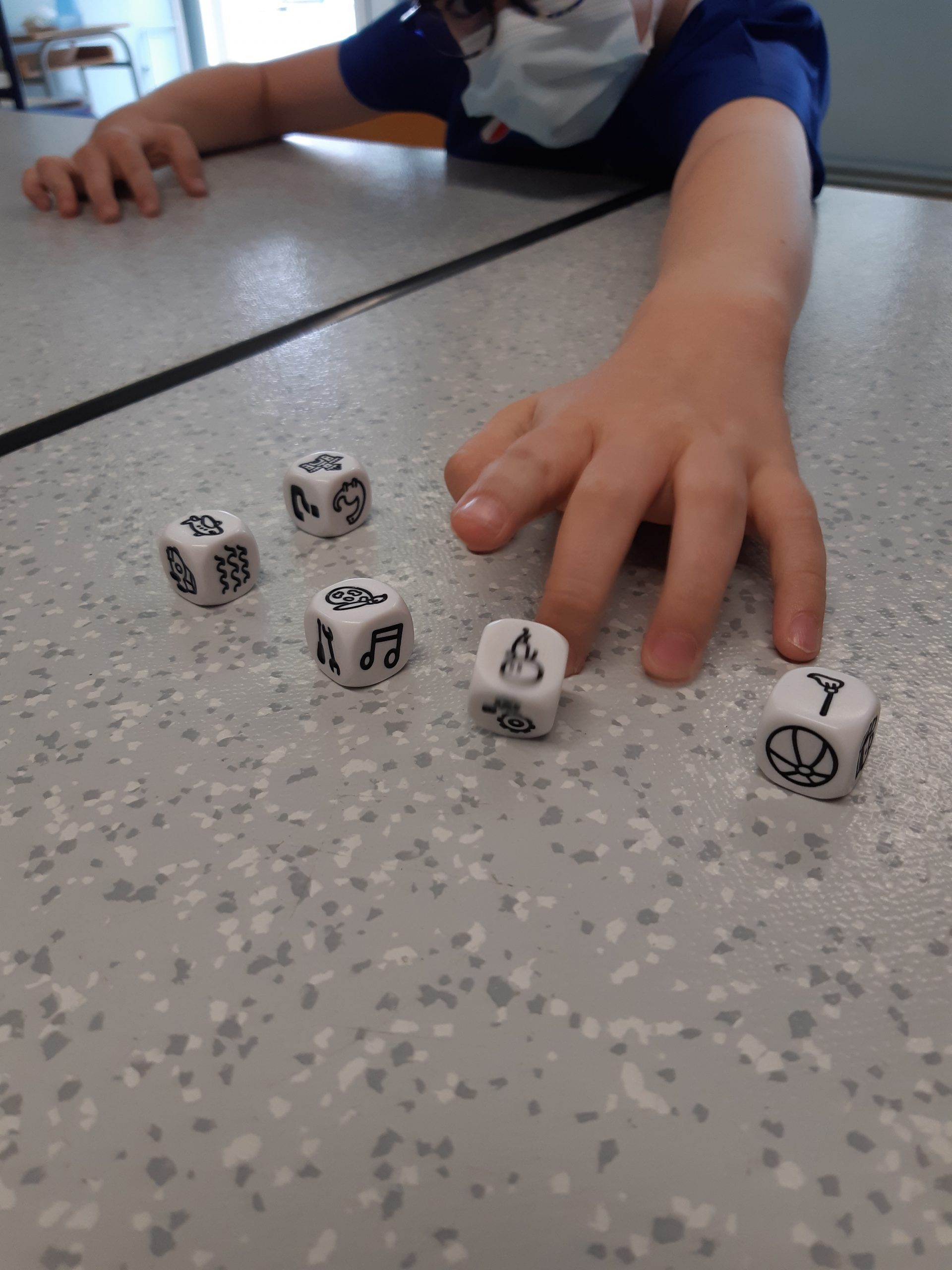 Session bibliothèque / jeu avec le jeu Imagidés